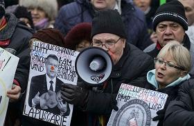 REUTERS / Inquam Photos/Octav Ganea Проправительственая демонстрация, 6 февраля, Бухарест