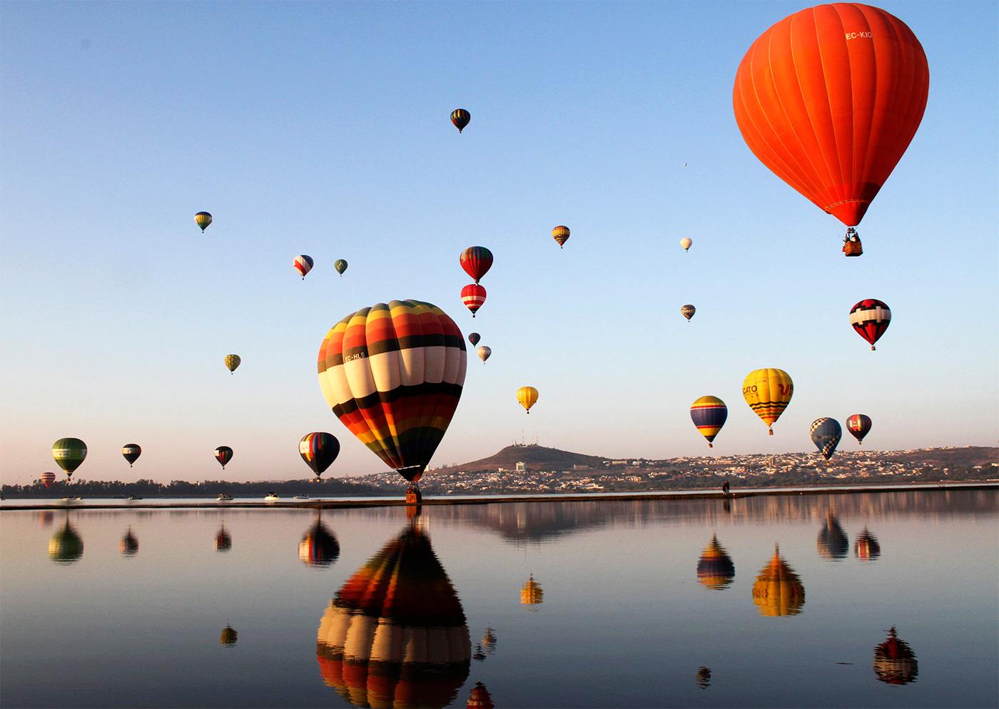 поэтому картинки красивые с шарами большими летающими мам пап